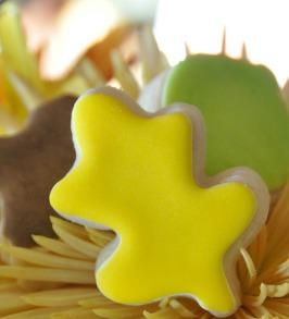 oak leaf decorated sugar cookie